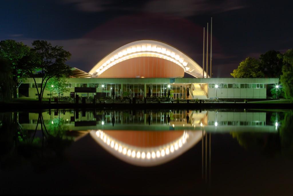 Berlin_-_Kongresshalle_-_Haus_der_Kulturen_der_Welt_-_2013